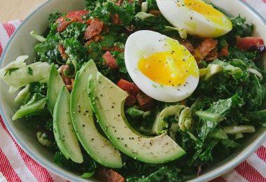 Beneficios de comer ensaladas en el desayuno