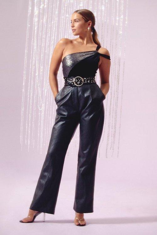 outfits para mujeres pantalón de cuero