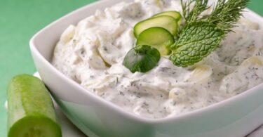 Cómo preparar una deliciosa ensalada de pepino y yogur