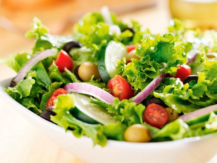 Aprende a preparar una deliciosa ensalada mediterranea para conseguir bajar de peso