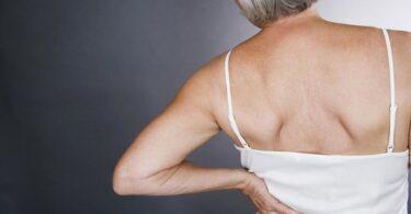 Vitamina D y la salud ósea en mujeres con menopausia