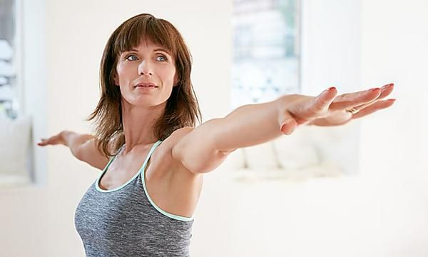 Mujer siguiendo un horario para ejercitarse