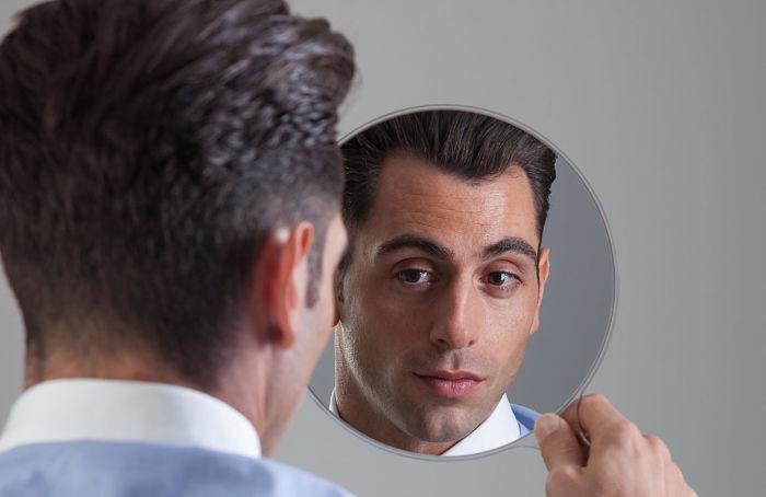 Señales de que trabajas con un narcisista, maquiavélico