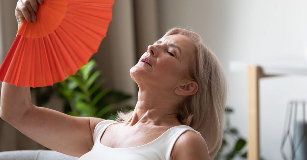 Mujer con sudores y bochornos