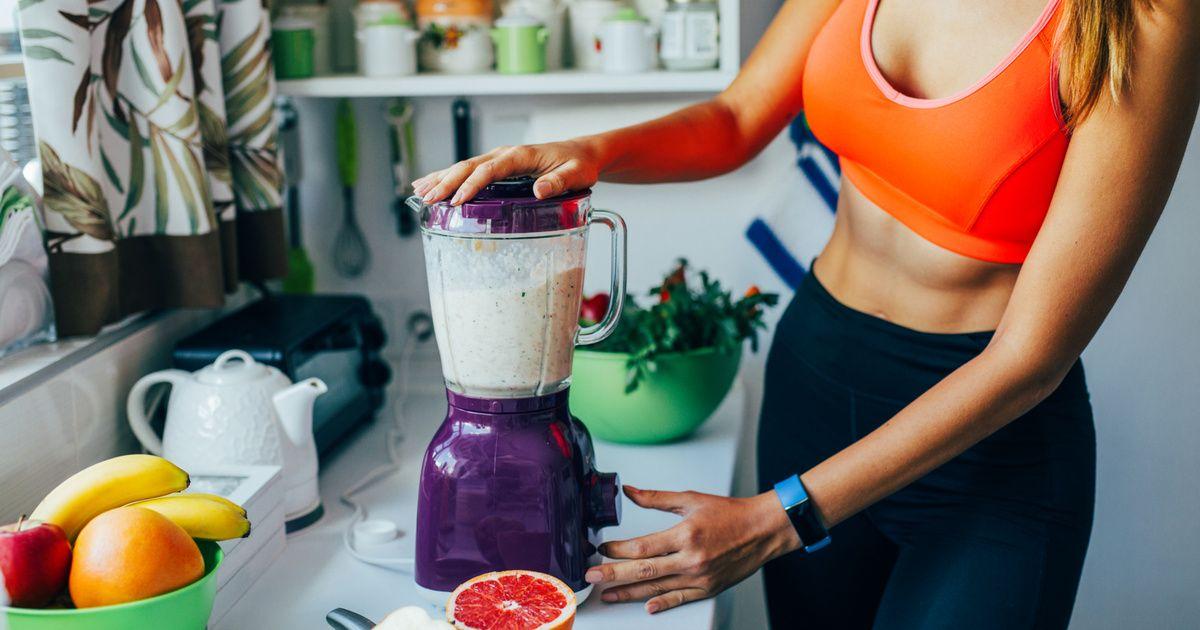 Mujer haciendo dieta para evitar el efecto rebote