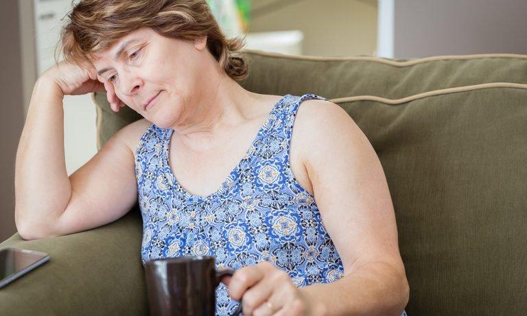 Mujer con problemas depresivos