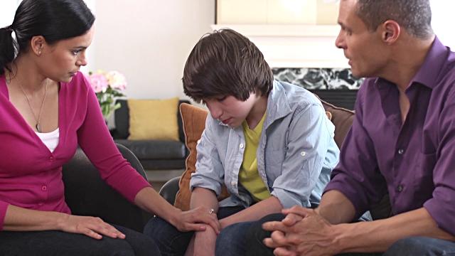 Hablando tranquilos con su hijo