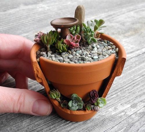 maceta para jardín rota pequeña