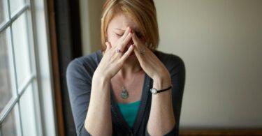 Mujer problemas para expresar sus sentimientos