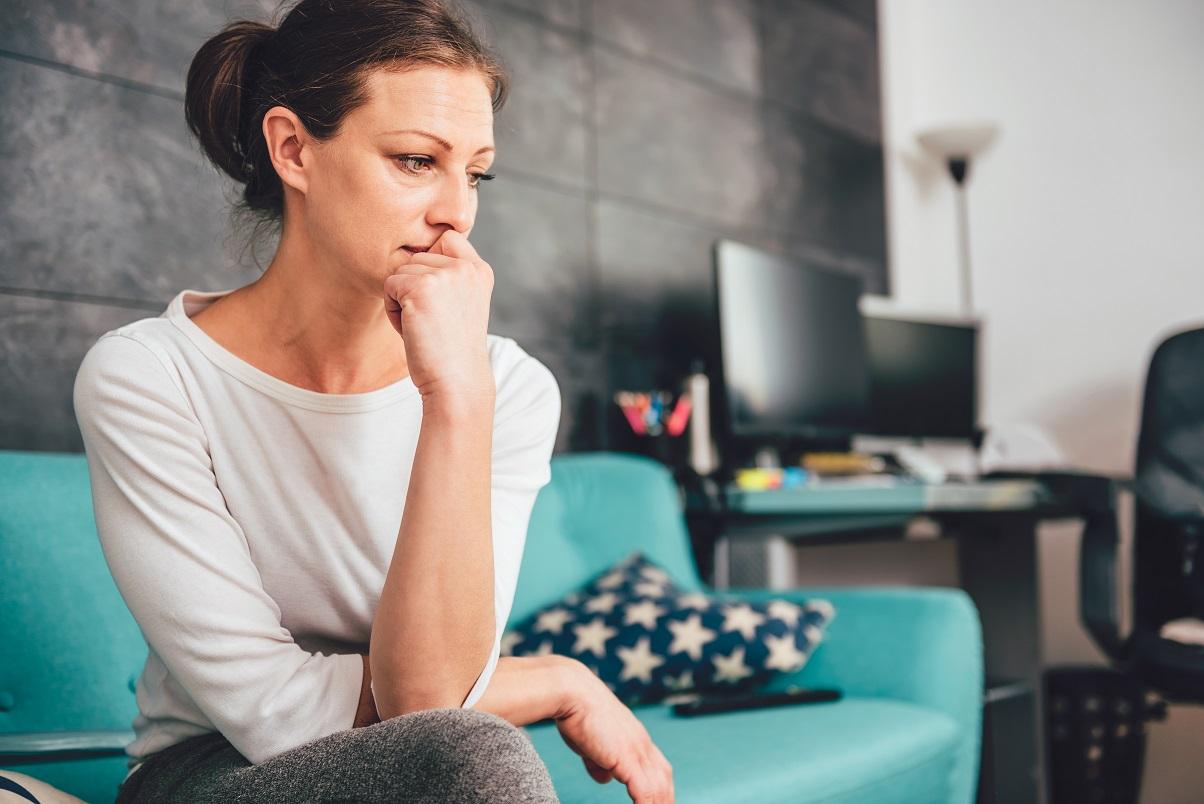 Mujer sufre por una relación inconclusa