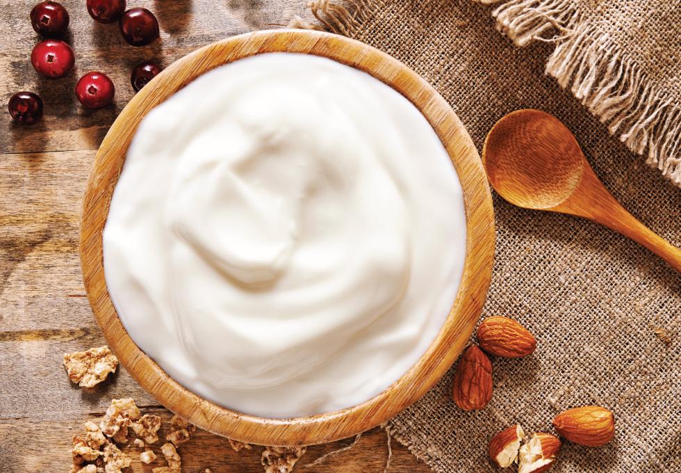 Yogur griego con frutos rojos y frutos secos