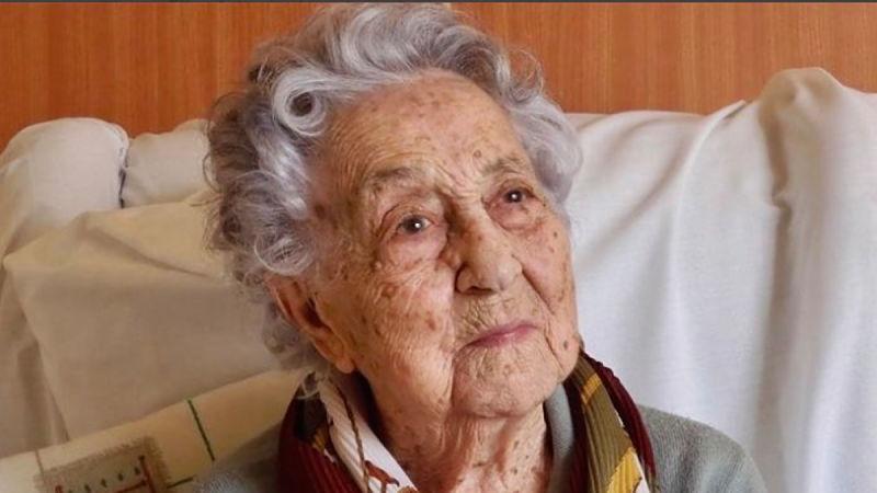 Mujer de 105 años revela su secreto de la longevidad
