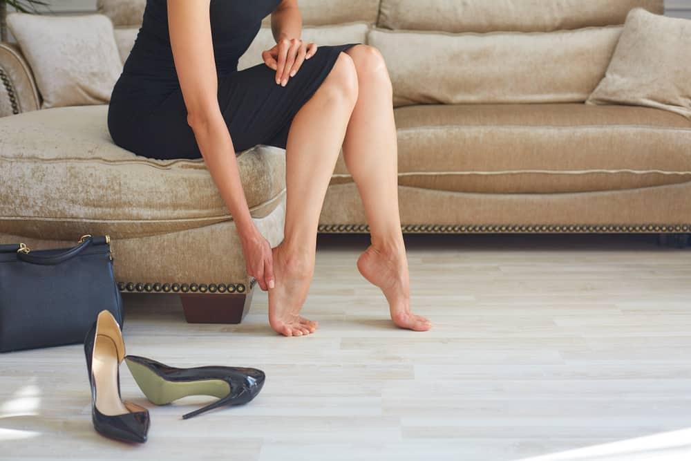 Mujer con piernas hinchadas