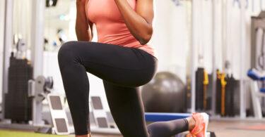 Mujer realizando ejercicios para piernas