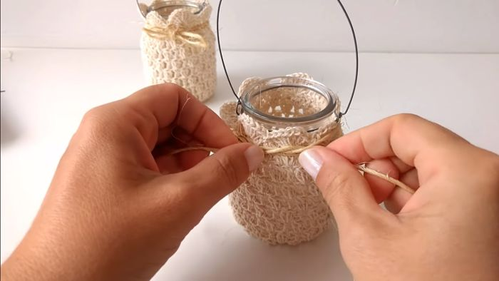 Descubre cómo vestir frascos a crochet (Portavelas) 16