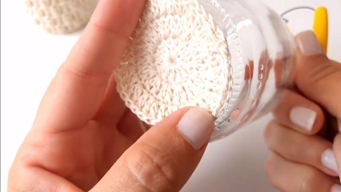 Descubre cómo vestir frascos a crochet (Portavelas) 7