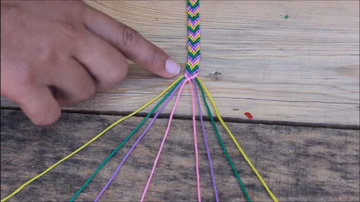Cómo hacer pulseras con hilo encerado paso a paso 9