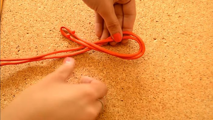 Mira cómo hacer un collar de nudos celta paso a paso 4